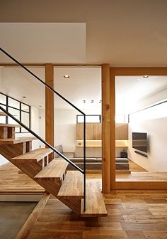 Modern home in Hirakata-shi, Osaka, Japan. Rise And Run, Karuizawa, Japanese Interior, Innovation, Stairs, Grand Living, Wood, Modern, House