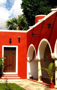 Courtyard in Merida, Mexico • photo: Noe Casas on deviantart