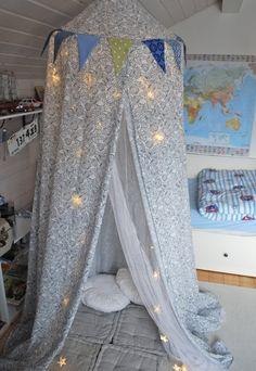 Unsere Kinder bauen (noch immer) sehr gerne Hütten und benutzen dafür den ganzen Bestand an Decken, Stühlen, Kissen, ......