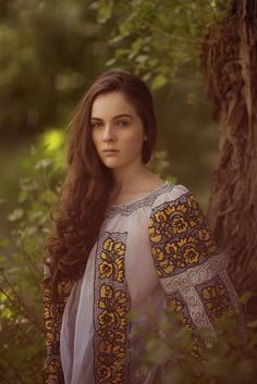 "Portrait with Romanian blouse (""ie""), © penciuc"