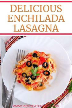 This vegetarian Enchilada Lasagna is the perfect Italian and Mexican fusion dish. This healthy recipe is perfect if you are feeding a crowd! Vegetarian Recipes Dinner, Healthy Recipes, Healthy Lunches, Vegetarian Mexican, Detox Recipes, Mexican Recipes, Quick Recipes, Amazing Recipes, Healthy Food