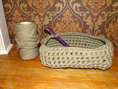 gehäkelter Korb / Utensilo aus Textilgarn, rechteckig