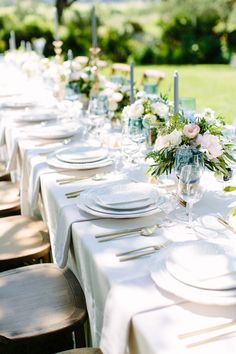 outdoor wedding reception table setting