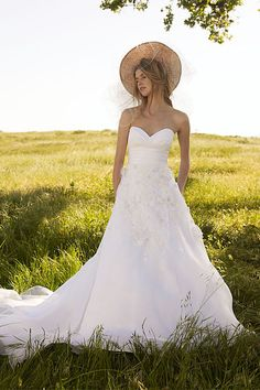 sweet heart neck, and it's a-line! Dream Dress right here!! Designer:Watters Name:Malibu