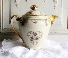 Théière ancienne en porcelaine de Limoges théière porcelaine