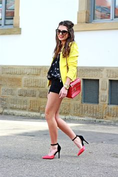http://www.fashionhippieloves.com/search?updated-max=2014-04-05T09:29:00%2B02:00&max-results=3