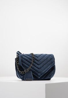 18 meilleures images du tableau Sac GUCCI   Gucci bags, Beige tote ... 83eb21044f7
