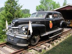 Inspection cars for railroad inspectors to look over the rails in style and comfort, Packards, Pontiacs, Buicks and Work Train, Train Set, Railroad History, Abandoned Train, Railroad Photography, Rail Car, Old Trains, Electric Locomotive, Automobile