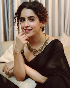 Sanya Malhotra dangal girl cute and hot bollywood item dancer Indian actress model unseen latest very beautiful and sexy wedding smile image. Red Sari, Black Saree, Trendy Sarees, Stylish Sarees, Sanya Malhotra, Saree Jewellery, Saree Poses, Dress Indian Style, Indian Wear