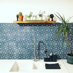 In love with this image of our navy Octagon tiles, used here as a kitchen splashback