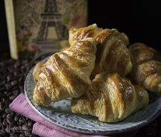 Τα πιο ωραία κρουασάν βουτύρου... My Recipes, Sweet Recipes, Recipies, Croissant Donut, Cooking Bread, Croissants, Donuts, French Toast, Bakery