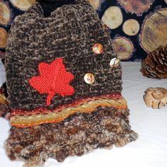 Echarpe en laine marron tricotée main décor automnal