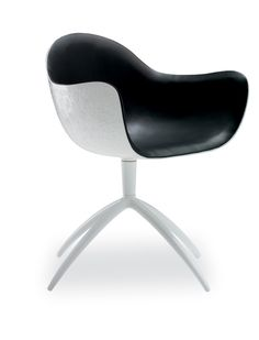 A project inspired by the fascination of the modernity. Venus chair, design by Marcel Wanders, is a precise choice that expresses a sense of absolute purity.Produced by Poliform.