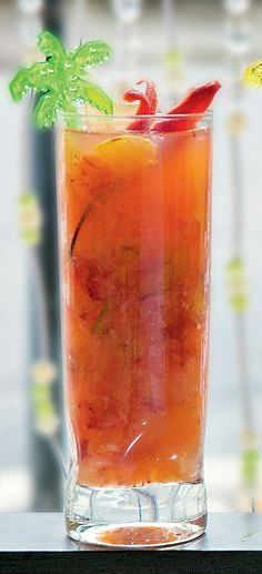 Caipirinha exótica Receita da Mercearia do Conde+ Bartender Drinks, Bar Drinks, Alcoholic Drinks, Beverages, Cocktails, Cocktail Drinks, Milk Shakes, Smoothie Recipes, Smoothies