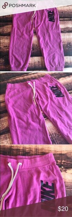 Nike Crops Sweatpants Comfy sweatpants Crops in a pretty purple color. Size medium. Slight pilling in crotch as pictured Nike Pants