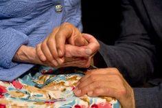 MOMAN, 2016 Les nuits de l'enclave  http://www.nuits-enclave.com (en bas de la colonne de gauche) Une pièce en cinq conversations sur la relation touchante entre une moman et son Louistiti, faite de mots tordus, d'expression succulentes et de beaucoup d'amour.
