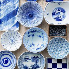 Le bleu roi dans l'art de la table