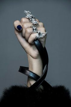 Luxury Jewelry: Five Amazing Pieces That Will Leave You Breathless ⇒ There are many Luxury Jewelry Pieces on the market, but there are some that are special and Jewelry Accessories, Fashion Accessories, Fashion Jewelry, Jewelry Design, Designer Jewellery, Jewelry Trends, Jewelry Editorial, Editorial Fashion, Fashion Editor