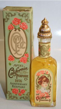 Vintage Perfume bottle from Avon Makeup Vintage, Perfumes Vintage, Antique Perfume Bottles, Vintage Beauty, Vintage Parfum, Vintage Packaging, Vintage Labels, Packaging Design, Vintage Avon