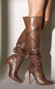 Nice boots...I wish I could walk in heels this high🤷 Bootie Boots, Knee Boots, Heeled Boots, Tall Boots, Brown Boots, Brown High Heel Boots, High Heels, Fashion Boots, Sneakers Fashion