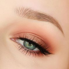 @makeupgeekcosmetics eyeshadows in Wild West (outer and Inner corners and lower lash line), Tuscan Sun (crease and lower lash line), Peach Smoothie (transition shade), Corrupt (liner), Shimma Shimma (highlight), and foiled eyeshadow Grandstand (lid)