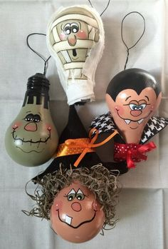 I have painted four used lightbulbs in Halloween characters. A Witch, Dracula, Frankenstein, and a Mummy. Each is embellished with extras.Light bulb: Set of four Halloween Ornaments out of light by Ways to Recycle the Light Bulbs - Moldes Halloween, Adornos Halloween, Manualidades Halloween, Fall Crafts, Decor Crafts, Holiday Crafts, Diy Crafts, Holidays Halloween, Halloween Diy