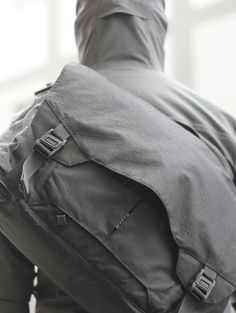 Designed to navigate the urban landscape with ease and discretion, the Parallax Messenger Bag is the perfect accomplice. A new perspective on single-shoulder carry systems, the Parallax is an adaptable and subtle solution to the challenges of everyday carry in the modern metropolis. #urban #tadgear #tripleaughtdesign #travel #madeinusa #edc #everydaycarry