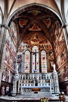Interior de la Basilica de Santa Maria Novella (Florence - Italy)