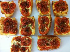 Pizza-Baguette Bruschetta, Baguette, Pizza, Ethnic Recipes, Food, Essen, Meals, Yemek, Eten