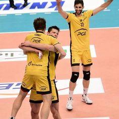MAMY TO‼  Wygrywamy pierwszy mecz i pojedziemy do Kędzierzyna-Koźla, aby odzyskać Mistrzostwo Polski!  PGE Skra – ZAKSA 3:0 (25:23, 25:23, 26:24) MVP: Mariusz Wlazły!!!!!