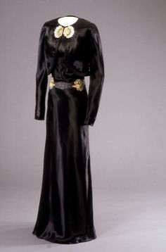 Gown | House of Worth | London | Winter 1937-1938 | silk | National Museum 1920s Fashion Women, Timeless Fashion, Vintage Fashion, Retro Outfits, Vintage Outfits, House Of Worth, Vintage Gowns, Vintage Clothing, Old Hollywood Glamour