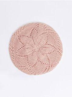Mohito - Ażurowy beret Delikatna czapka o kroju beretu z ażurowym, luźnym ściegu. Idealna propozycja na jesień.