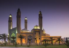 Kuwait - Beautiful Mosque with Blue Hour Beautiful Mosques, Blue Hour, Islamic Architecture, Place Of Worship, Bellisima, Taj Mahal, Castle, Around The Worlds, City