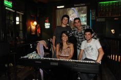 Lucía Giles y sus músicos. ( Román Galán, Valentín Negrelli y Santiago Perez Mitta) - Wilkenny 20-03-12