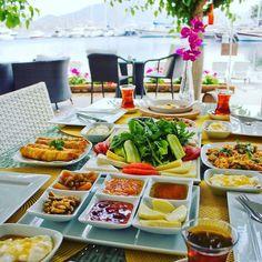 Kahvaltının kesinlikle #mutluluk la bir bağlantısı var net! En azından bizim için :))) Hele de #uzun olursa.. Öff şu sezon açılsa da selimiye Keyfim Otelde şu keyfi yaşasak:))) 📞 0533-9635135 🌿 Blogda www.kucukoteller.com.tr/keyfim-otel Marmaris, Cobb Salad, Food, Essen, Meals, Yemek, Eten