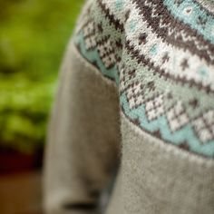 The Flamingo Round Yoke Cardigan is part of the Dale Garn 320 Urban Retro collection. Choose the soft color palette shone or any color combination from the beautiful line of Dale Alpakka. One of our most popular patterns, it has Fair Isle Knitting Patterns, Fair Isle Pattern, Sweater Knitting Patterns, Knitting Charts, Cardigan Pattern, Knitting Yarn, Knit Patterns, Free Knitting, Pull Torsadé