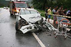 Carro de Timóteo se envolve em acidente onde 10 pessoas ficaram feridas