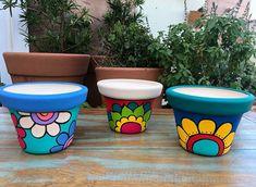 Flower Pot Art, Flower Pot Design, Clay Flower Pots, Clay Pots, Painted Plant Pots, Painted Flower Pots, Yarn Crafts For Kids, Decorated Flower Pots, Clay Pot Crafts