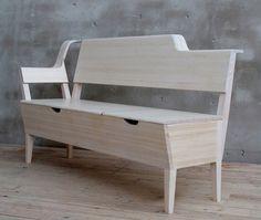 Designé par Emma Nilsson, Johanna Westin et Lisa Frode étudiants suédois, ce banc intègre des espaces de rangement sous l'assise et un range revues dans l'arrière du dossier. Un meuble dans la pure tradition scandinave. Via designboom