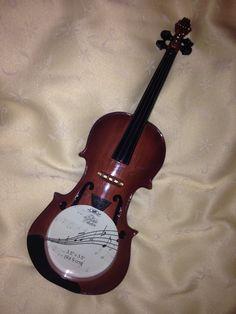 A violin photo frame!