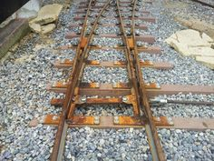 For iron rails, if time is formed, it will rust like a photograph and will approach a genuine article more.