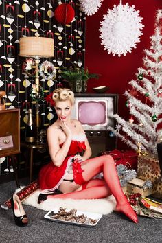 We're starting to wind down on the run up to Christmas... we've got a lovely lady joining us in the morning; she was given a voucher for a Pinup Make-over & Photo-shoot and what better time for a treat!  *** Merry Christmas ***  Model Kita - Pinup Model.