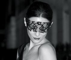 wrap a piece of lace around your eyes for an easy mask #masquerade