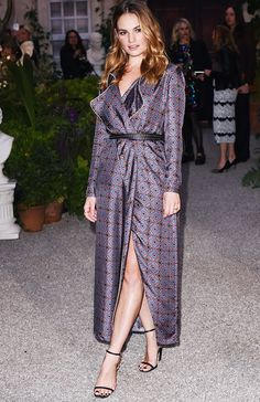 c8ee27d8e2 Emily Ratajkowski s Evening Outfit Formula Is So Easy To Pull Off ...