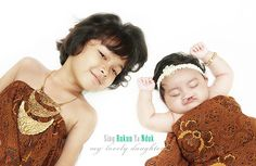 https://flic.kr/p/PWPGas | my lovely daughters | My little princess born with Cleft Lip and Palate, but i'm not worried about that. Her big sister love her so much. Thought it would be nice to capture the moment by a photo session and wearing Indonesian Batik is a nice theme to pick. Hope all the best for both of them