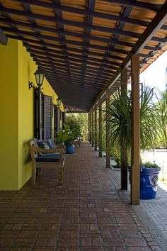 photo seems to draw attention down the patio (line) House Design, Mexican Style Homes, Tropical Houses, House Exterior, Colonial House, Spanish House, Hacienda Style, Kerala Houses, Rustic House