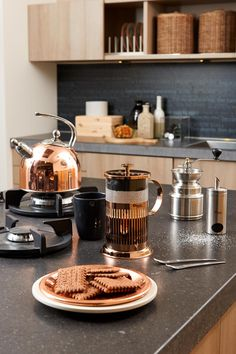 Such a beauty, this copper kettle! The copper coloured French Press is by Leopold Vienna. http://www.bredemeijer.nl/collectie/universal/fluitketel/design-fluitketel-koper-2-5l.html