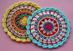 Pattern here made-in-k-town.blogspot.de/2012/05/little-spring-mandala.... Great pattern from a generous blogger