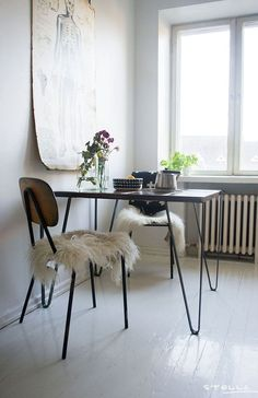 Small dining tables are great for small dining area. But out of the so many selections, do you know the right type of small dining table's shape for you? Decor, House Design, Dining Room Small, Home, Dining Room Design, House Interior, Dining Room Decor, Interior Design, Small Dining
