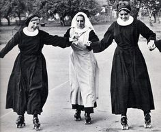 Here Are 25 Vintage Pictures of Nuns Having Fun . vintage × by image These vintage photographs below reveal the surprising side of convent life. Here are nuns on roller coasters. Roller Derby, Roller Skating, Caravaggio, Nuns Habits, Sisters Of Mercy, Bride Of Christ, Les Religions, Stairway To Heaven, Vintage Pictures